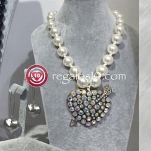 Collar perlas con CORAZON metálico adornado con brillantes