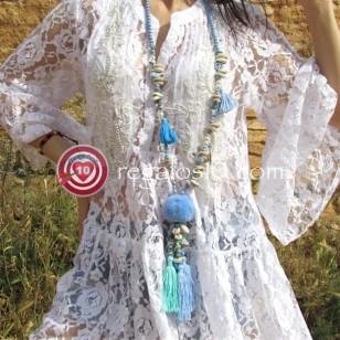Collar Boho Chic POMPON AZUL decorado con borlas conchas cuentas facetadas abalorios pompón