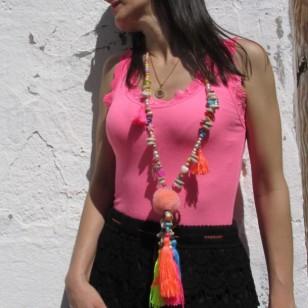Collar Boho Chic POMPON multicolor decorado con borlas conchas cuentas facetadas abalorios pompón